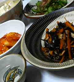 ひじきの煮物とえびチリ